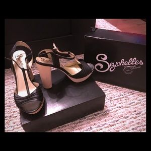 Seychelles Dietrich Black Sandals size 10